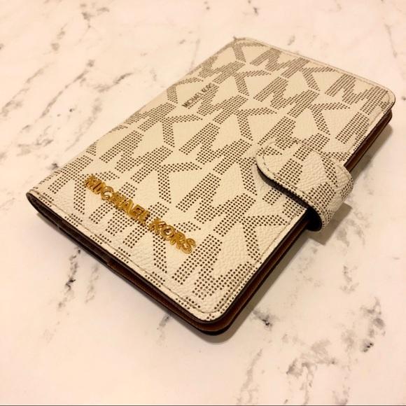 01d0c0baa504 New Michael Kors Card Wallet Passport Holder Size